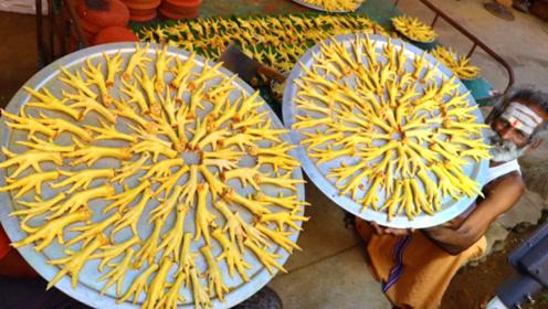 印度大厨用200个鸡爪制作美食,网友:太浪费粮食了
