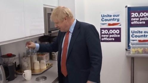 英国正掌握在一个连茶都不会泡的人手中?约翰逊泡茶方式惊呆网友