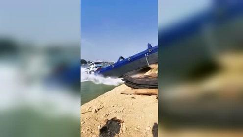 轮船入水的时刻,接下来的一幕,看了好几遍!