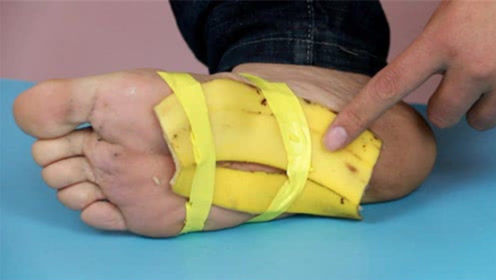 香蕉皮是个宝,抹在脚底太实用了,无论男女都需要
