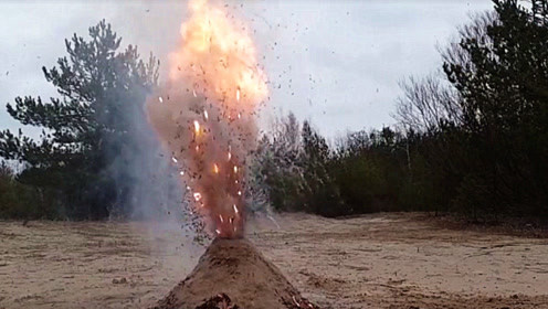 老外把火柴头埋在底下,点燃后犹如火山喷发,太震撼了!