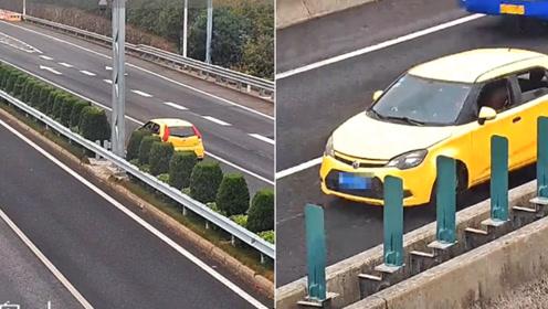 15年驾龄女司机高速快车道倒车5分钟 背后原因令人哭笑不得
