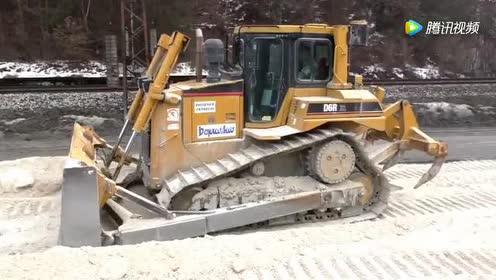 道路施工铺设!卡特D6R推土机!