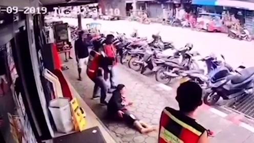大难不死!泰国一女子过马路遭2.2万伏特电缆砸中击中