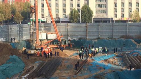 郑州一工地基坑坍塌3名工人被埋  被埋人员救出后均抢救无效死亡