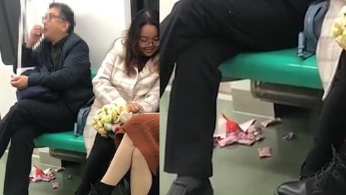 男子西安地铁上吃东西包装壳还扔了一地,网友:不道德!
