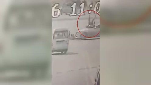 监控画面曝光!宝马飞撞电动车顶行女骑手硬怼公交车