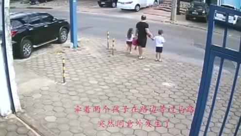 男子丧心病狂,连小孩子都不放过,监控拍下可怕的一幕