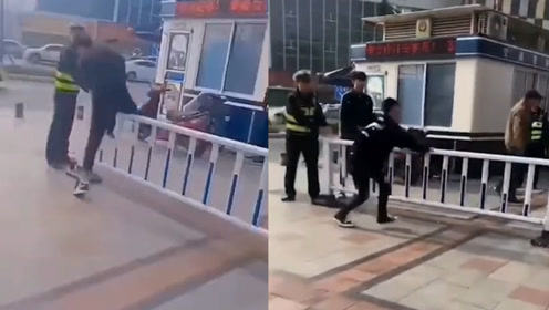 俩小伙翻护栏被交警抓现行 接下来的处罚让网友笑喷