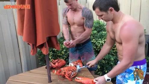 """如何正确拆解""""波士顿龙虾""""?小哥一锤子下去鲜嫩的虾肉就出来了"""