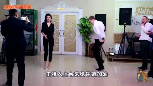 外国婚礼现场斗舞,看伴娘得意的小样我就知道谁赢了