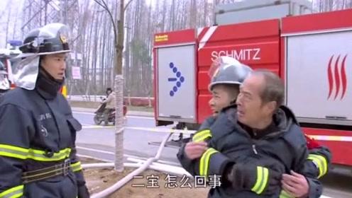 大爷大骂消防员来得慢,找出起火原因之后,大爷不敢吭声了!