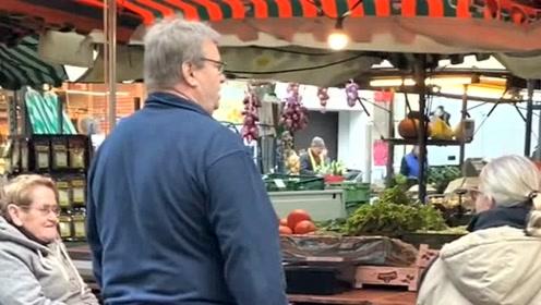 在德国冬天早市上看到的,大妈边烤火边卖水果的,生活真是太不容易了!