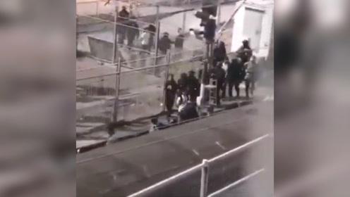 """港警澄清""""警方用火车运走被捕人士"""":没有的事"""