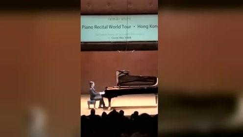 热血沸腾!钢琴家吴牧野演奏《我的祖国》响彻香港大会堂