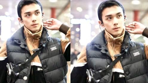 吴磊机场惊现男友视角 眼神霸气倔强嘴角超A