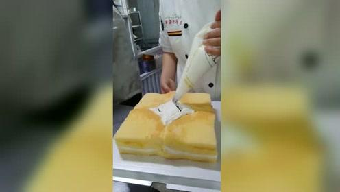 大胃王吃播 少给顾客一块蛋糕
