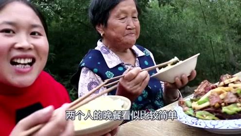 奶奶活了这么久没吃过烤鸭,胖妹第一次做就被抢光了,这点还不够吃