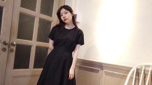 时尚美女的简单穿搭,黑色连衣裙搭配长卷发造型,显瘦又时髦