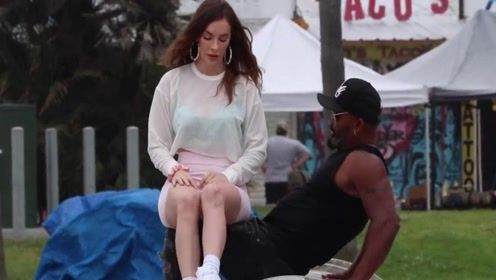 美女突然坐在陌生人腿上,测试路人的反应,网友:最后一个过分了