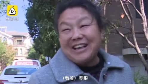 没点才艺不敢当保安!大叔石墩上绘中国画,16岁作画还会墙绘