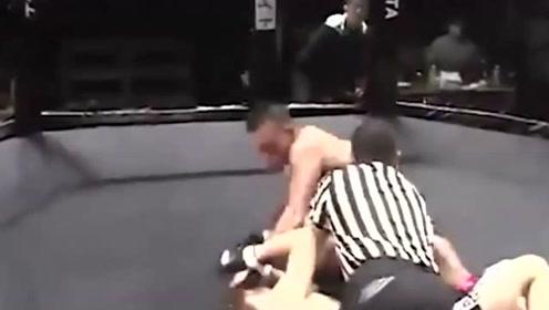 拳手打急眼了六亲不认,就连裁判也被暴打!