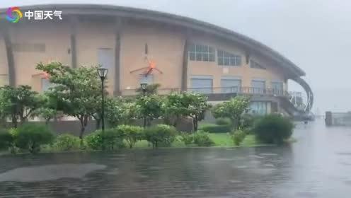 """台风 """"白鹿""""靠近台湾 垦丁风大雨急!"""