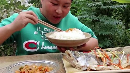 广东人清蒸鱼最会做了,胖妹学了半天第一次尝试,剩下的汤汁全喝了!