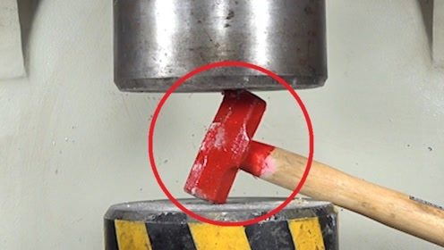 """铁锤和液压机""""硬碰硬""""!本以为强强对抗,它却赢得这么彻底"""