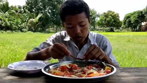 印度人民的伙食怎么样?他们的生活质量还是很高的,每天都有肉吃