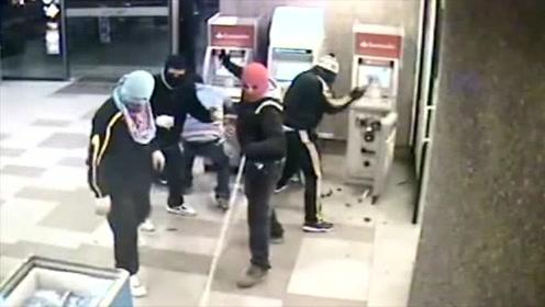 """监拍:国外""""专业""""劫匪作案,1分钟从进门到离开,警察根本反应不过来!"""