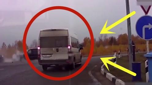 越野车司机没系安全带,瞬间飞出驾驶室,监控拍下绝望的3秒钟
