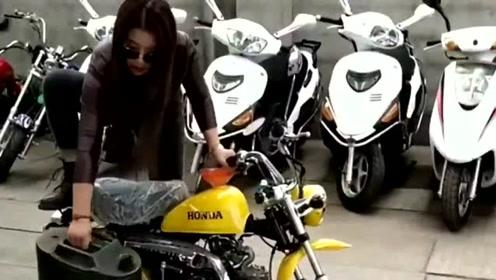 给媳妇新买的摩托车,很迷你吧