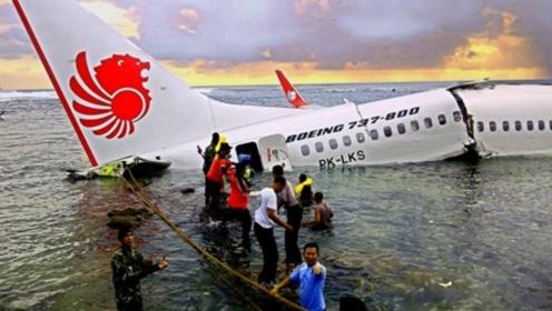 """""""客机失控""""宁愿紧急降落,为啥不让乘客跳伞?网友:还好听话了"""