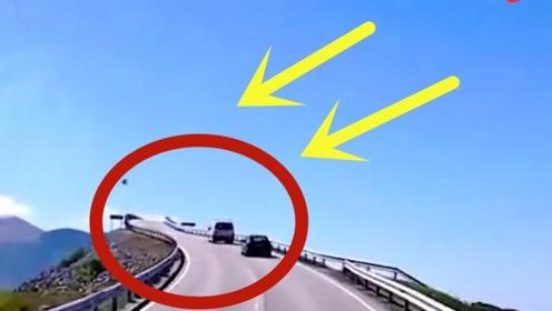 """建筑大师修建无厘头大桥,司机走到一半都以为""""断了"""",越过之后世外桃源!"""