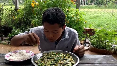 实拍印度贫困山区农村人的生活,网友:比中国农村幸福多了