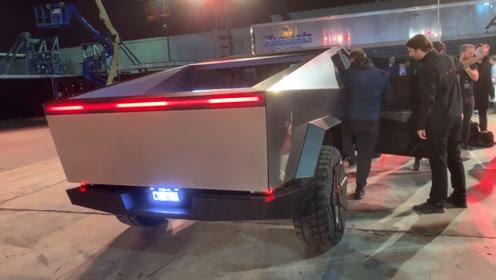 特斯拉的电动皮卡车Cybertruck,内饰你见过吗?竟这么简陋!