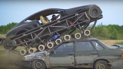 """价值500万的宾利被改成""""坦克"""",一脚油门碾压汽车!实在是过瘾"""