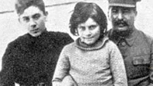 她是斯大林唯一女儿,美苏冷战期间,却叛逃美国