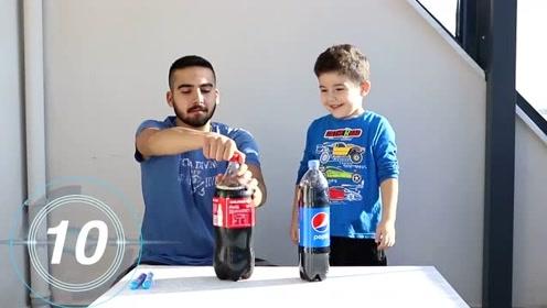 小男孩和叔叔用可乐和薄荷糖做实验