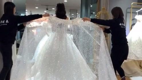 看到这么美的婚纱,哪个女孩不想结婚呢?