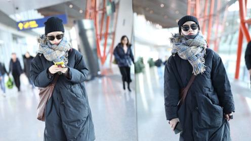 倪妮穿羽绒服戴超厚围巾 全副武装走路带风造型太温暖