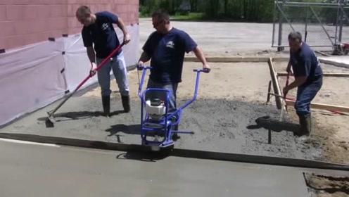 修建水泥路有这台小机器就够了