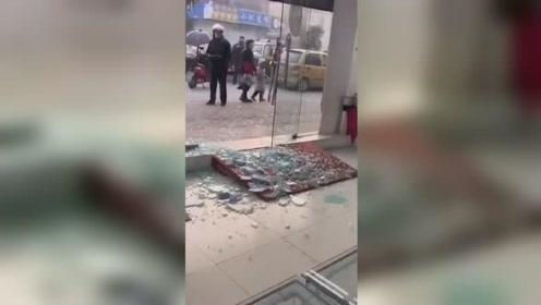 猖狂!一夜之间镇江丹阳一手机店被洗劫一空