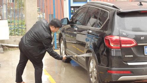 8年老司机忠告:清水洗车等于白洗,水里加一勺它,全车干净如新
