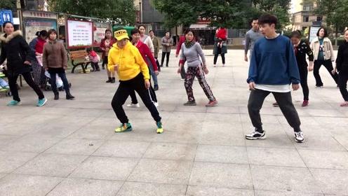 最火鬼步舞基础《侧滑》教学,简单8步,标准动作分解