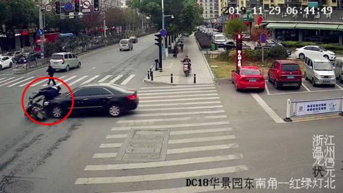 骑车闯红灯被撞 男子振振有词:我闯了几年都没倒过