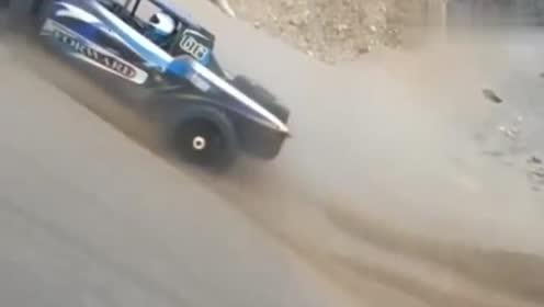越野车挑战极限爬坡,不得不说真是厉害,竟然挑战成功了!
