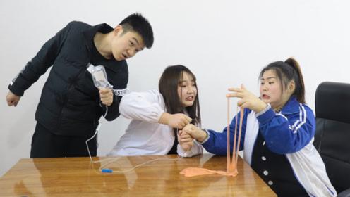实习护士练习打针,摆摊卖无硼砂泥,买一个水晶泥送一针