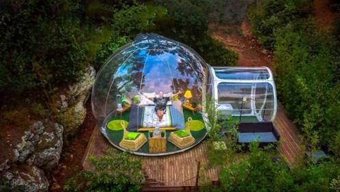 它是一个全透明的酒店,360度没有一点死角,完全是情侣旅行必备!
